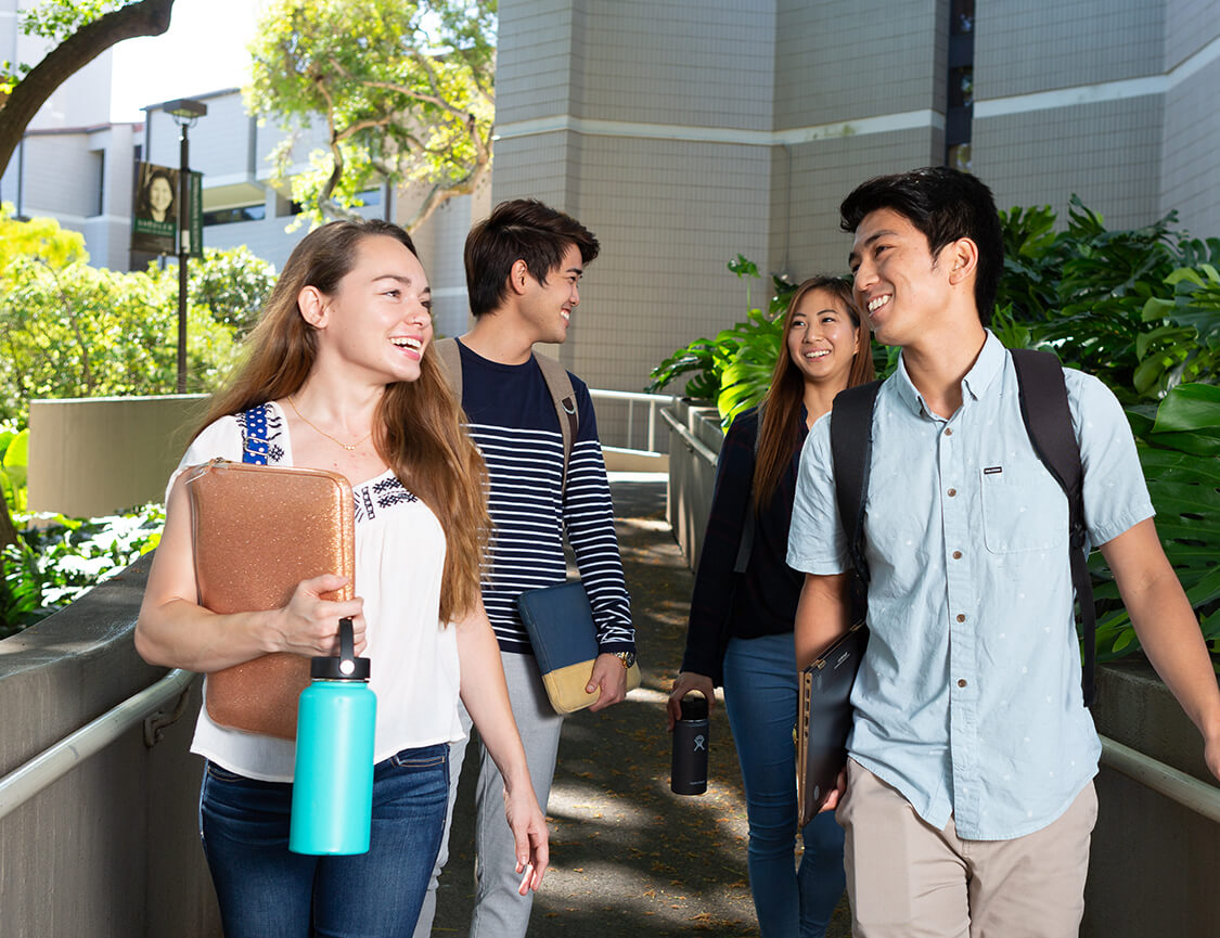 Image of students attending Shidler School of Business